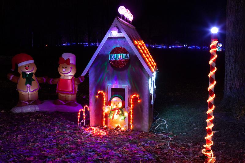 Elgin Park Christmas light display